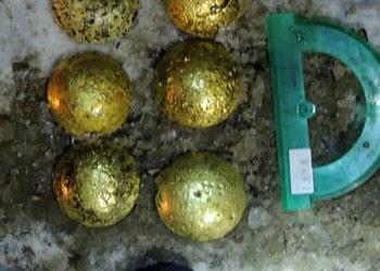 Предприниматель из Зеи припрятал в авто 18 золотых слитков
