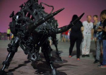 Набережную украсила статуя железного быка
