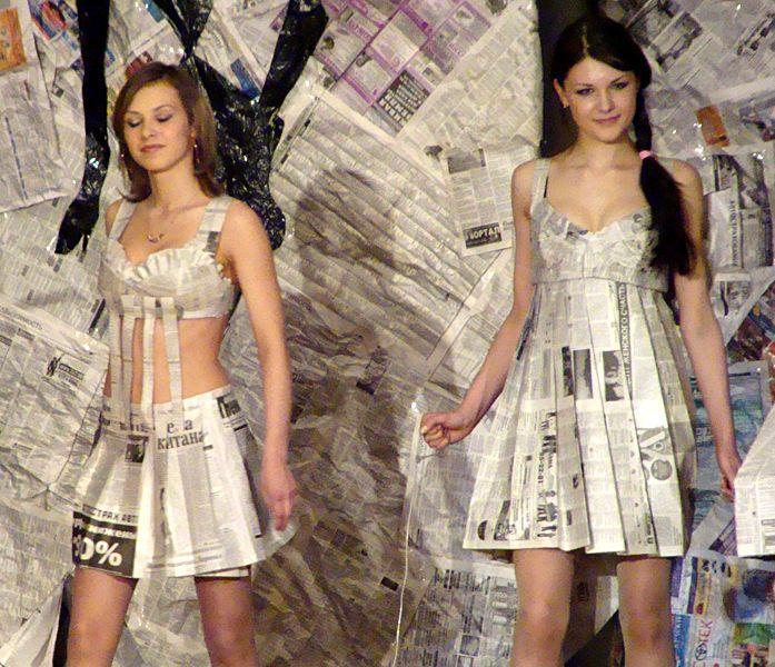Платья из мусорных пакетов фото своими руками