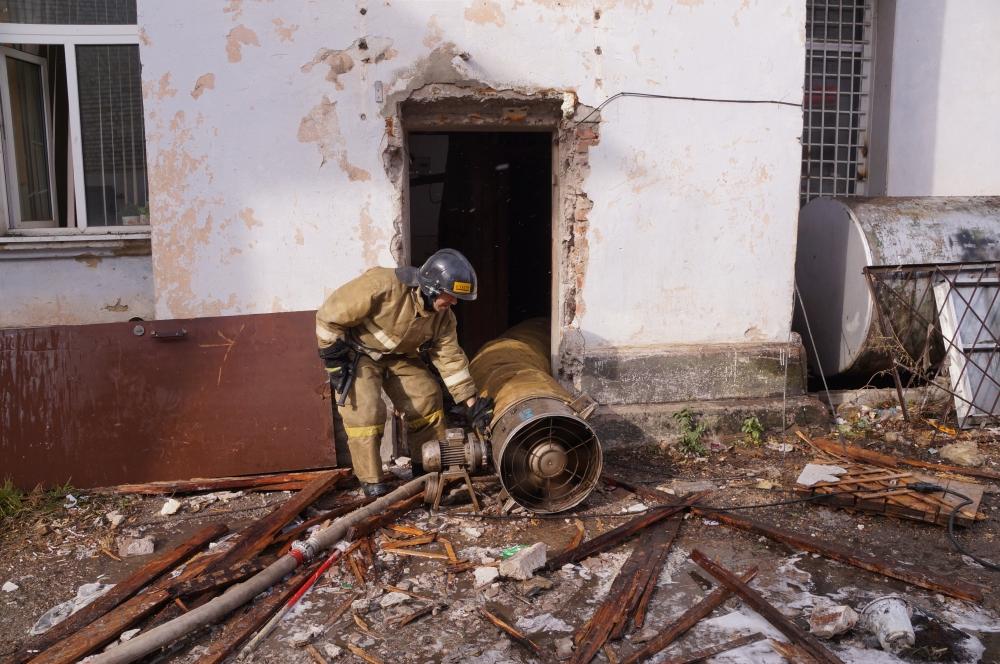 Кпожару вадминистративном помещении  вБлаговещенске привел взрыв отопительного котла