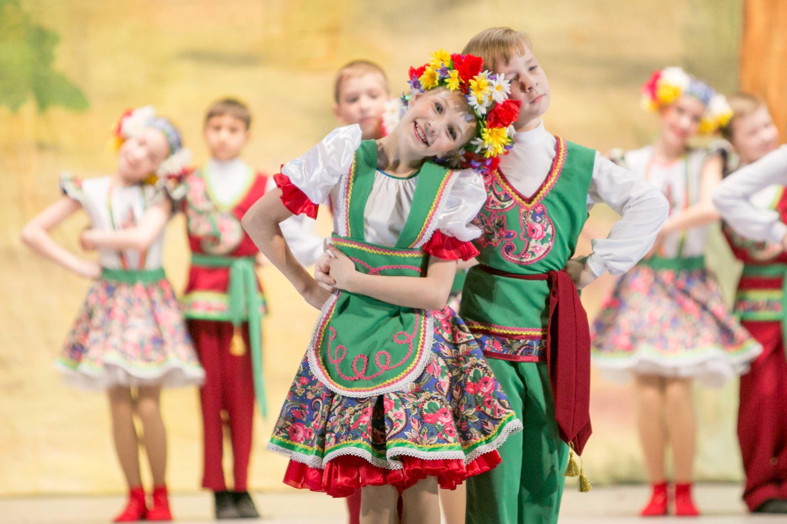так фото с русскими народными танцами вид