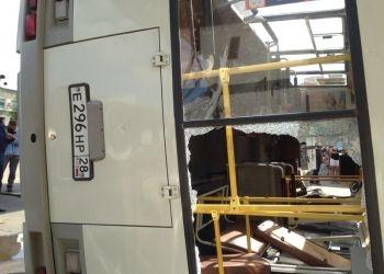 В центре Благовещенска перевернулся автобус