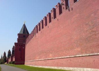 В Кремле назвали абсурдом возможное закрытие границ