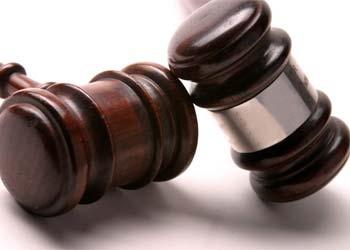 Суд не стал изменять меру пресечения риелтору, выпрыгнувшему из окна во время сделки
