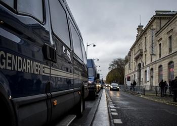 Во Франции мужчина на автомобиле протаранил толпу людей
